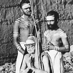 Some rare pictures of Maha Periyava
